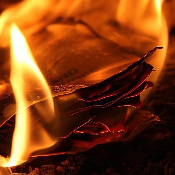 空き家の放置が危険な理由03:不審火・自然発火による火災
